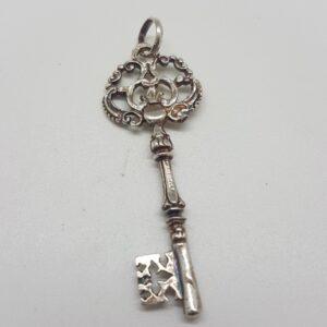 Colgante llave en plata.Amuleto abrecaminos.