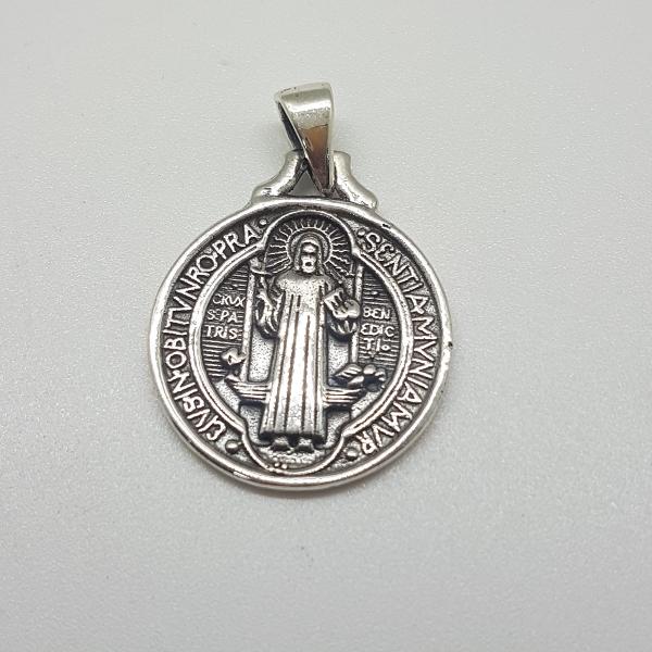 colgante medalla de san Benito.El protector de todo.o