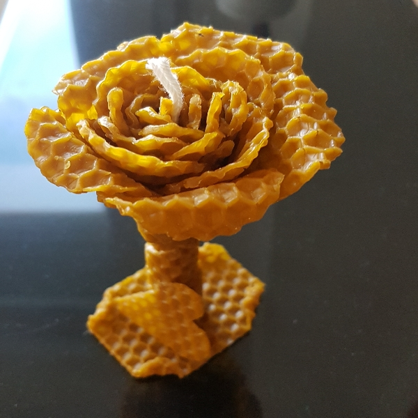vela de miel en forma de flor.duracion aprox.1,30 h.